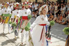 Los Cossiers y sus bailes centran la atención durante las fiestas de Sant Jaume