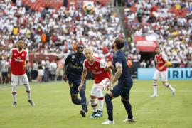 Hombres armados con cuchillos atacan a los jugadores del Arsenal Özil y Kolašinac