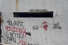 Pintadas turismofóbicas en es Trenc
