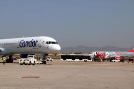 El calor afecta al asfalto de una pista del aeropuerto de Palma y obliga a su cierre temporal