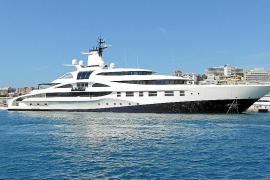 El megayate 'Palladium', 200 millones a flote en el Club de Mar de Palma
