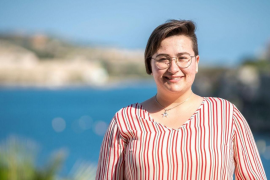 La diputada más joven del Parlament aboga por «cambiar el estereotipo» de que la política es «cosa de mayores»