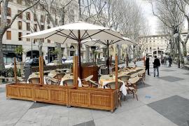 El Ajuntament autoriza las terrazas en es Born mediante un decreto