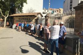 Largas colas en la plaza de toros de Palma para la corrida del día 9