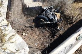 Un motorista en estado muy grave tras caerse e incendiarse su moto en Formentera