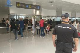 Auxilian a una mujer convulsionando y ahogándose en el aeropuerto de Palma