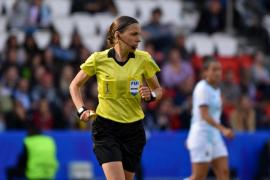 Stephanie Frappart, la primera mujer que dirigirá un gran partido de la UEFA