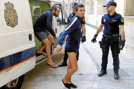 Los detenidos en el aeropuerto de Palma atacaron a los agentes con botellas de vodka