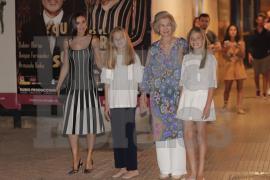 Doña Sofía lleva a Letizia y sus nietas a ver 'El lago de los cisnes'