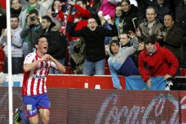 El Sporting se aferra a Primera con un triunfo agónico ante el Sevilla
