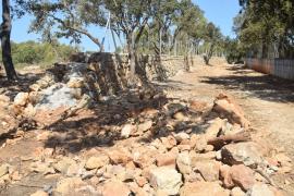 Denuncian la destrucción de paredes y del empedrado en el antiguo 'camí romà'