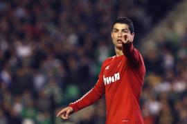 El Real Madrid sabe sufrir para lograr la décima victoria como visitante