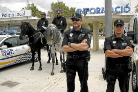 La falta de policías obliga a realizar cierres alternativos en la oficina de Las Maravillas