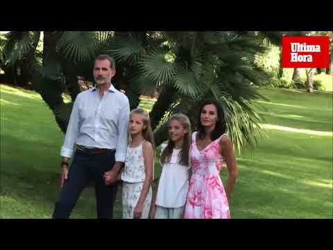 La Familia Real posa en los jardines de Marivent