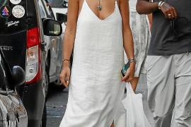Rita Ora, de compras por Ibiza