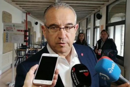 Insultan y amenazan al alcalde de Pamplona tras hackear la cuenta de Twitter del Ayuntamineto