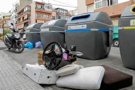 La suciedad y los malos olores se adueñan de las calles del centro de Vila