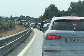 Atascos en la autopista de Llucmajor por un accidente