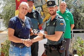 Los Amigos de la Guardia Civil premian a Manuel Bozada