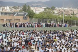 Cientos de musulmanes celebran la fiesta del cordero en Palma