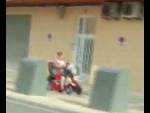 Pillada una repartidora de Glovo con un vehículo para minusválidos