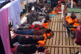 El Open Arms sopesa entrar en un puerto sin permiso, por motivos humanitarios
