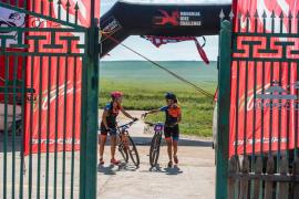 Agnès Oliver y Maribel Tous brillan en la Mongolia Bike Challenge