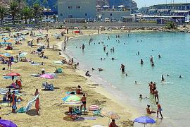 El Toro, playa y terrazas en el puerto deportivo