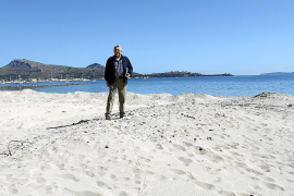 UMP denuncia el mal estado de las playas con los hoteles a punto de abrir