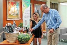 El Consell entrega de la cesta de productos de Ibiza a la ganadora del concurso 'Sabors d'Eivissa'