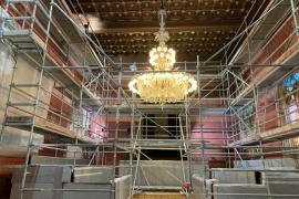 Restauran la tapicería del salón de plenos del Consell