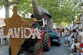 Las carrozas de las fiestas de Sant Roc en Alaró cumplen 45 años con un aumento de la participación
