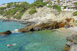 La Costa de la Calma, baño en mar abierto y costa rocosa