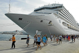 El comercio atribuye el aumento del 5 % de sus ventas a los cruceristas