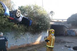 Herido grave un joven al volcar el coche en el que iba en la vía de cintura de Palma