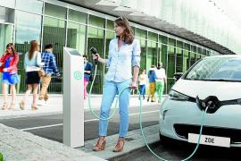Hisenda pondrá en marcha deducciones del IRPF por comprar coches eléctricos