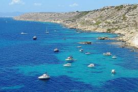 Enderrocat, un litoral rocoso con terraza y 'beach club'