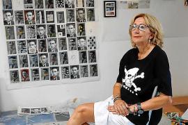 Esther Olondriz, a la caza y captura de postales para su nuevo proyecto