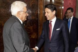 Dimite el primer ministro italiano y el presidente convoca a los partidos para este miércoles
