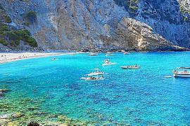 Playa des Coll de Baix, con piedras de Santa Lucía
