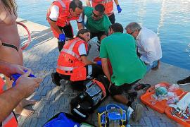 Rescatado tras perder la consciencia y caer al mar en el puerto de Palma