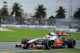 Hamilton logró la primera 'pole' del año mientras Alonso acaba en la gravilla de la Q2