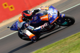 Augusto Fernández gana en Moto2 en Silverstone