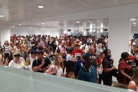 Los trabajadores del control de pasaporte de Palma estudian medidas legales por el aumento de personal durante la huelga