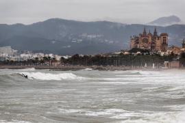 El 112 pide precaución ante las lluvias y tormentas que se prevén en Baleares