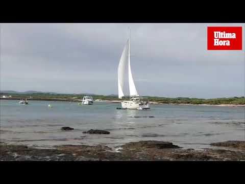 Varias embarcaciones varan en la Colònia de Sant Jordi