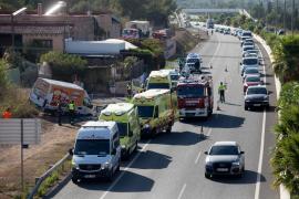 El accidente de tráfico en la carretera de Sant Antoni, en imágenes (Fotos: Daniel Espinosa).