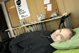 El jubilado que lleva 19 días en huelga de hambre  ha perdido unos 20 kilos