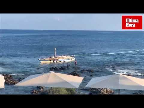 Retiran el velero francés encallado desde julio en el puerto de Cala Rajada
