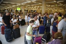 Más de 900.000 personas pasarán por los aeropuertos de Baleares hasta el próximo lunes